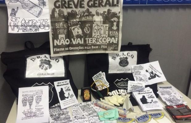 Materiais apreendidos com suspeitos em Goiânia, Goiás (Foto: John William/ TV Anhanguera)