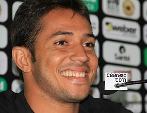 Assisinho é apresentado no Ceará (Foto: Divulgação/CearáSC.com)