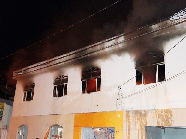 Incêndio pode ter sido provocado por um cigarro (Foto: Marcelo Praxesdes/Divulgação)