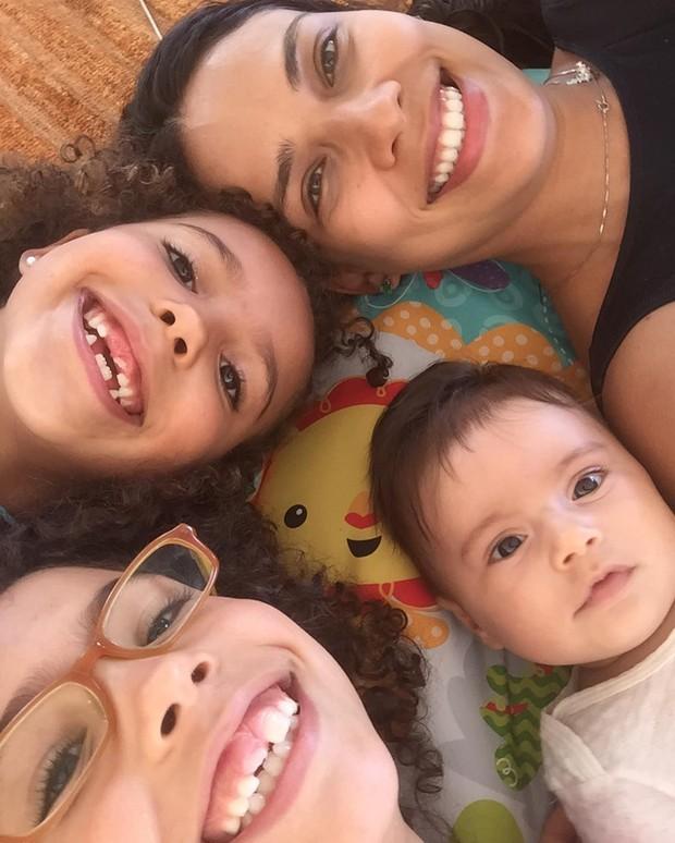 Bia Antony Ciampolini e as fillhas (Foto: Reprodução / Instagram)