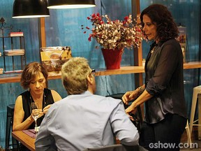 Natália do Vale, Herson Capri e Angela Vieira gravam cena em shopping carioca  (Foto: Em Família/TV Globo)