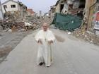 Papa faz visita surpresa a Amatrice, cidade italiana devastada por tremor