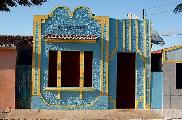 Fachada | As linhas retas das  moradias da Ilha do Ferro favoreceram   a reprodução no trabalho artesanal (Foto: Kiko Ferrite/ Divulgação      )
