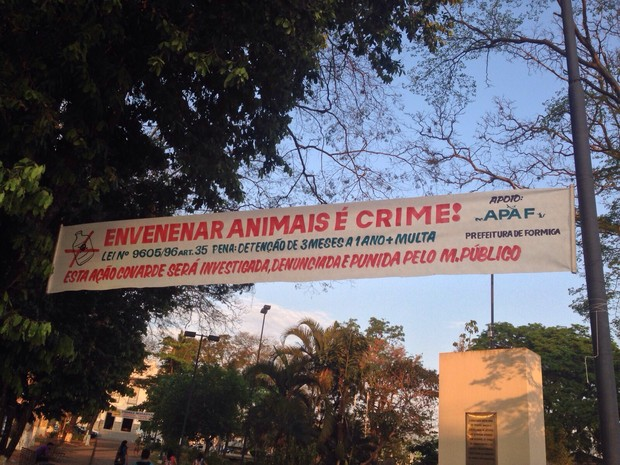 Faixas para alertar os moradores foram afixadas na cidade (Foto: Apaf/Divulgação)