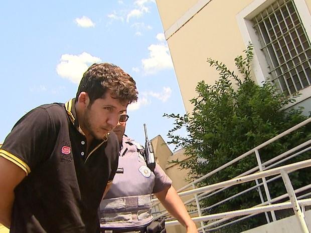Ferracine deixou clínica de reabilitação uma semana antes de matar os pais, diz delegado (Foto: Reprodução/EPTV)