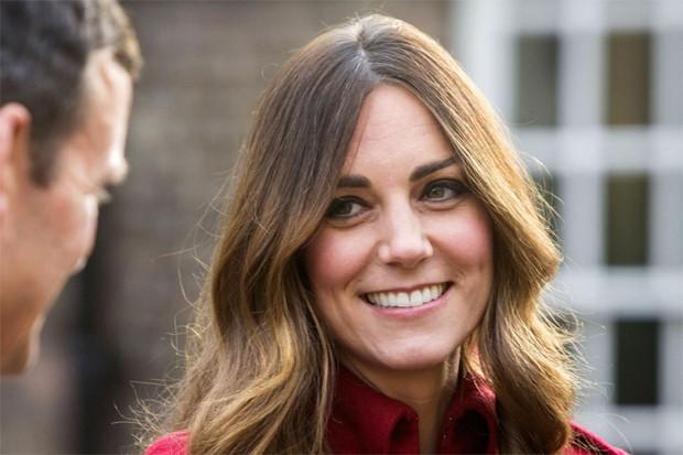 Kate Middleton não esconde os fios brancos  (Foto: Getty Images)