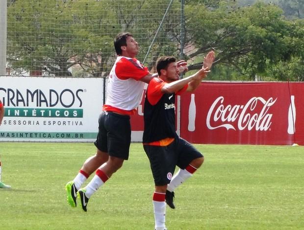 Índio zagueiro Inter (Foto: Tomás Hammes / GLOBOESPORTE.COM)