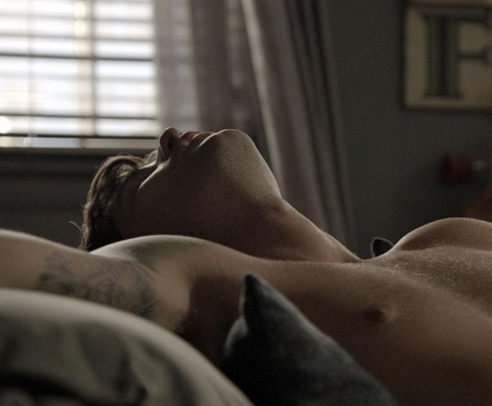 Murilo adormece após tomar bebida com sonífero (Foto: TV Globo)