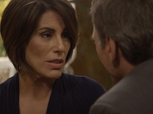 Os dois têm jantar íntimo, e Otávio joga seu charme para Beatriz (Foto: TV Globo)