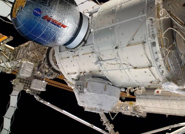 Concepção artística retrata o módulo acoplado à estação espacial (Foto: Nasa/Bigelow Aerospace/Reuters)
