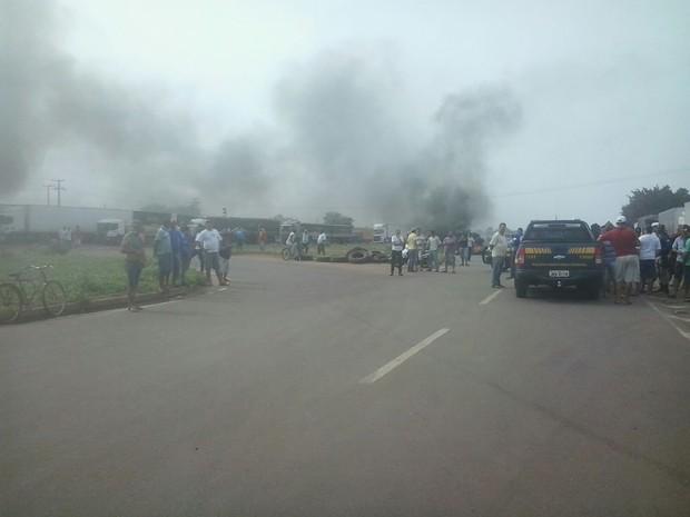 Protesto dos caminhoneiros é realizado na BR-153, em Colinas do Tocantins (Foto: Ricardo Fernandes/Divulgação)