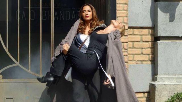 Regina salva a vida de Olívia  (Foto: Paula Paiva/Gshow)