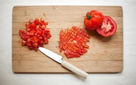 Truque culinário: como cortar tomate em cubinhos