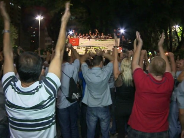 Motoristas e cobradores optaram por entrar em greve (Foto: Reprodução/ RPC TV)