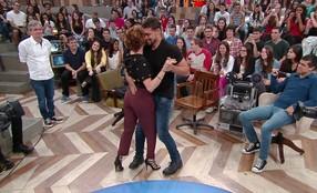 Cauã Reymond dança forró com Débora Bloch