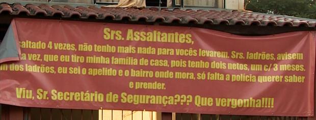 Assalto cartaz Porto Alegre  (Foto: Reprodução/RBS TV)