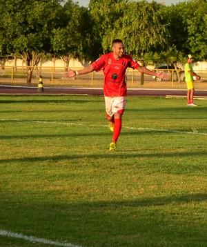 Thiago Paraná comemora gol na abertura do Roraimão 2016 (Foto: Ivonisio Júnior)