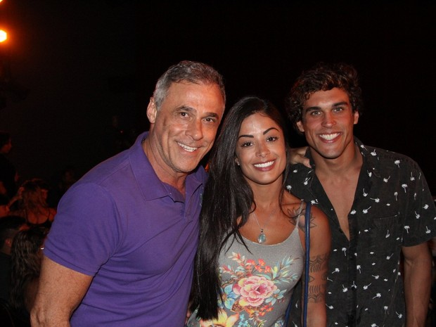 Oscar Magrini, Aline Riscado e Felipe Roque em espetáculo na Zona Oeste do Rio (Foto: Rogerio Fidalgo/ Ag. News)