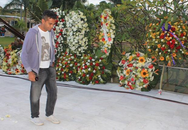 Coroas de flores no velório de Jair Rodrigues (Foto: Reprodução/ Facebook)