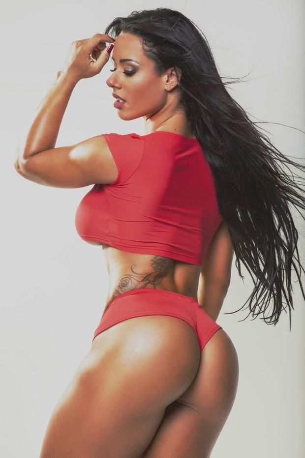 Sue Lasmar posa para ensaio sensual (Foto: Divulgação)