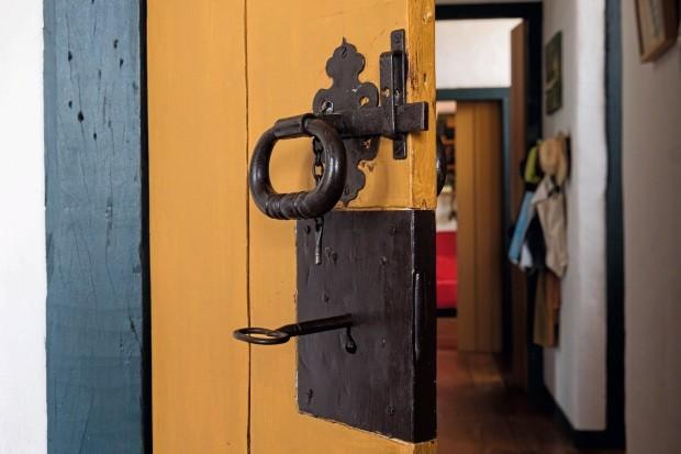As fechaduras das portas são uma característica marcante na arquitetura colonial (Foto: Lufe Gomes / Editora Globo)