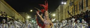 A Pesada abre desfile do Grupo Especial empolgando o público (Gisele Ribeiro)