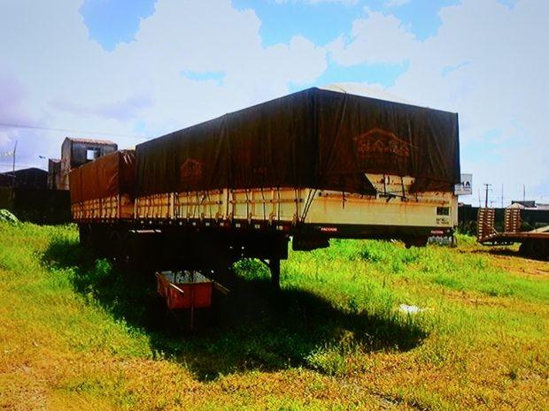 Caminhão que havia sido roubado foi recuperado pela polícia (Foto: Reprodução/SSP)