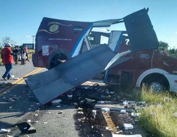 O carro-forte ficou destruído após o ataque (Foto: Arquivo Pessoal)