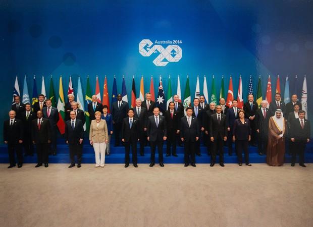 Líderes mundiais presentes no encontro do G20, na Austrália, fazem foto oficial do evento, marcado por pressão do Ocidente em relação à Rússia (Foto: AFP)