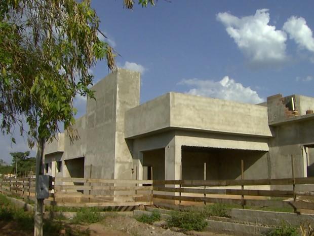 Construção do novo fórum trabalhista está parada após empresa deixar obras (Foto: Carlos Trinca/EPTV)