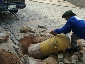 Pilares destruídos no Centro Histórico (Foto: Fábio Henrique/Subprefeitura)
