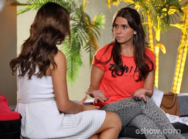 Clara chama Luiza para conversa depois de ver climinha com Laerte (Foto: Carol Caminha/ TV Globo)