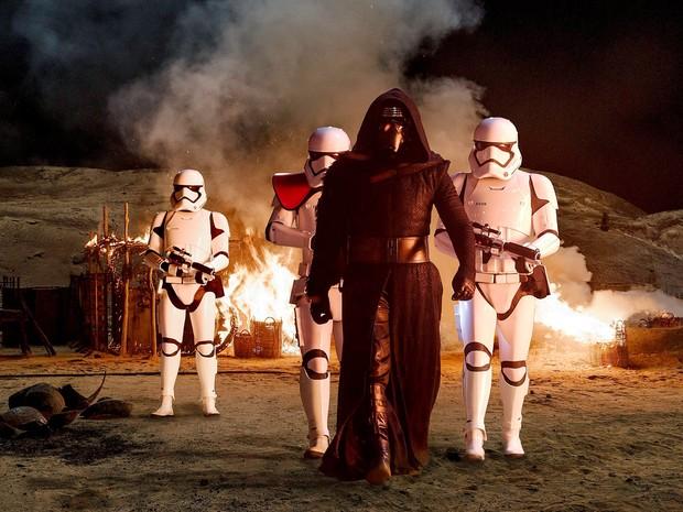 Adam Driver vive o vilão Kylo Ren em 'Star Wars: o despertar da Força' (Foto: Divulgação)
