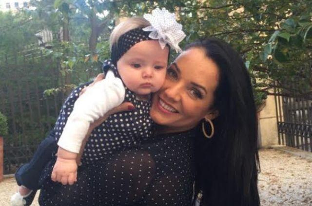 Mônica Carvalho com a filha, Valentina (Foto: Arquivo pessoal)