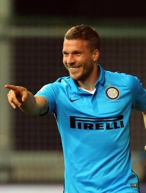 Podolski comemora Udinese x Internazionale (Foto: AP Photo/Paolo Giovannini)