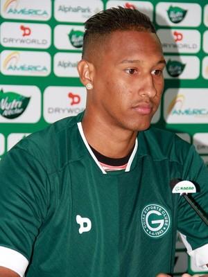 Artur, zagueiro do Goiás (Foto: Rosiron Rodrigues/Goiás E.C.)