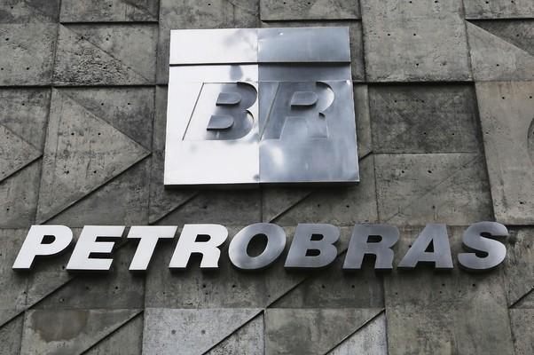 Necessidade de fazer caixa impede Petrobras de reduzir preço do combustível