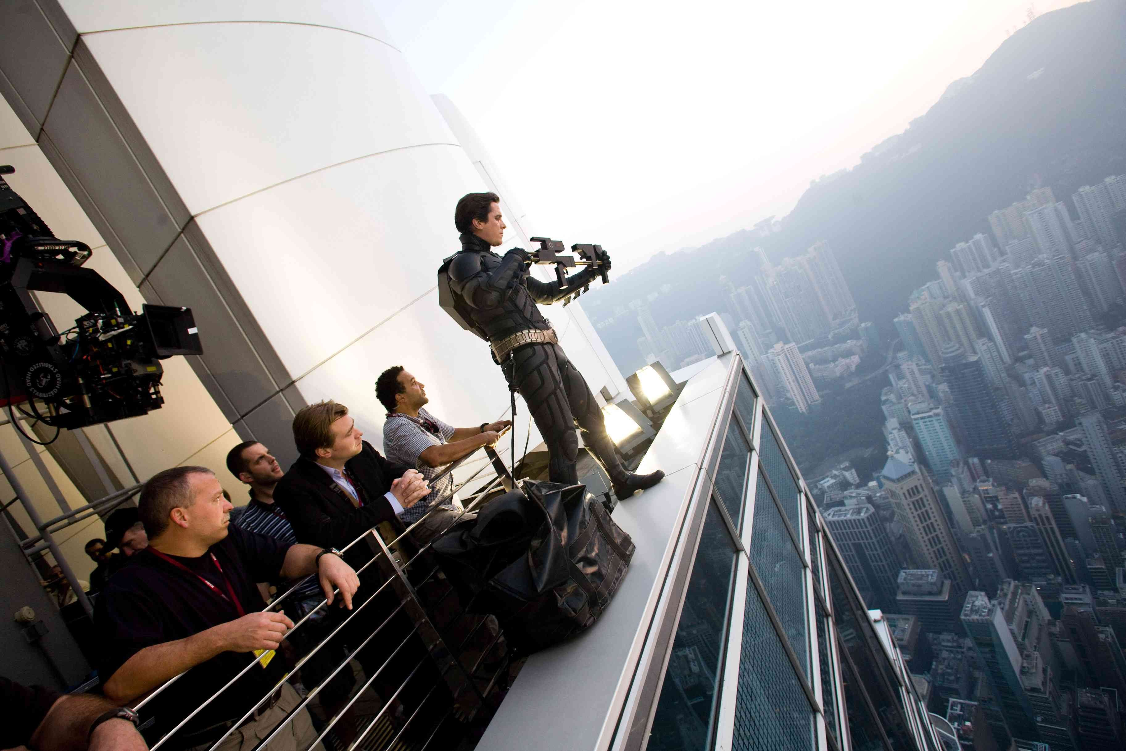 Christian Bale filmando cenas de 'Batman' em Hong Kong (Foto: Divulgação)
