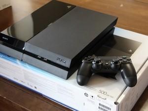 Thiago esperou 3 horas para comprar o PlayStation 4 no dia do lançamento no Canadá (Foto: Eduardo Pavani/Arquivo Pessoal)