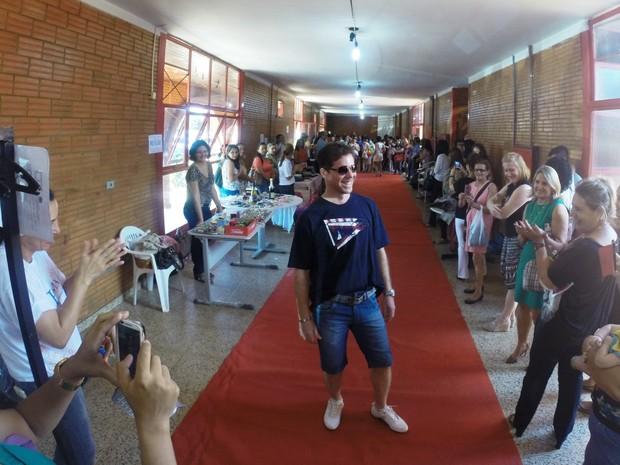 Desfile de moda marcou a abertura do bazar na manhã desta quinta-feira, em Palmas (Foto: Divulgação/Seduc)