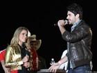 Mais fotos: Rodrigão pede Adriana em casamento diante de 40 mil pessoas
