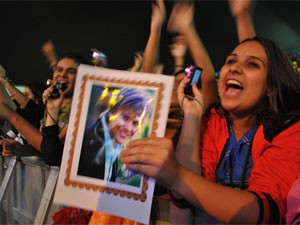 Fãs de Teló gritavam durante a apresentação (Foto: Thomás Alves/TV Asa Branca)