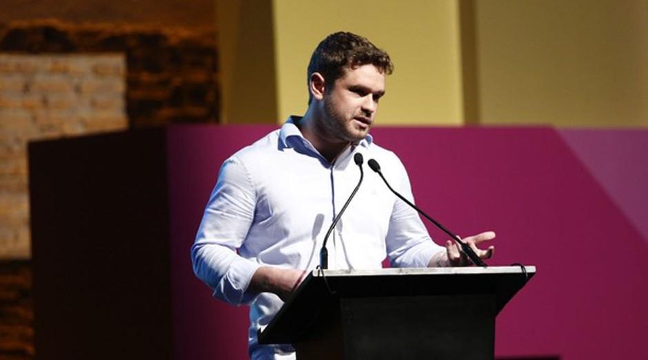 Fernando Cymrot, cofundador do Canal da Peça, em palestra no Festival de Cultura Empreendedora (Foto: Ricardo Cardoso)