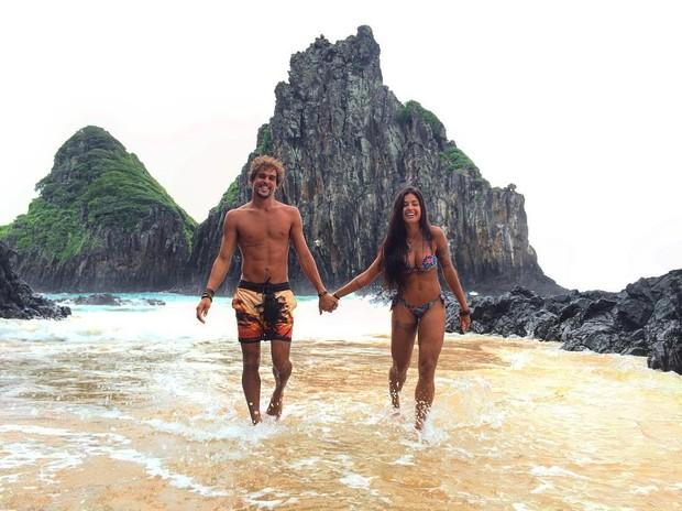 Felipe Roque e Aline Riscado em Fernando de Noronha (Foto: Reprodução / Instagram)