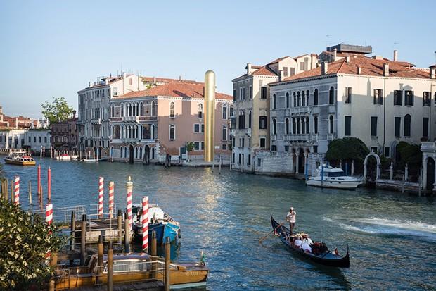 Veneza recebe torre de ouro de James Lee Byars (Foto: Divulgação)