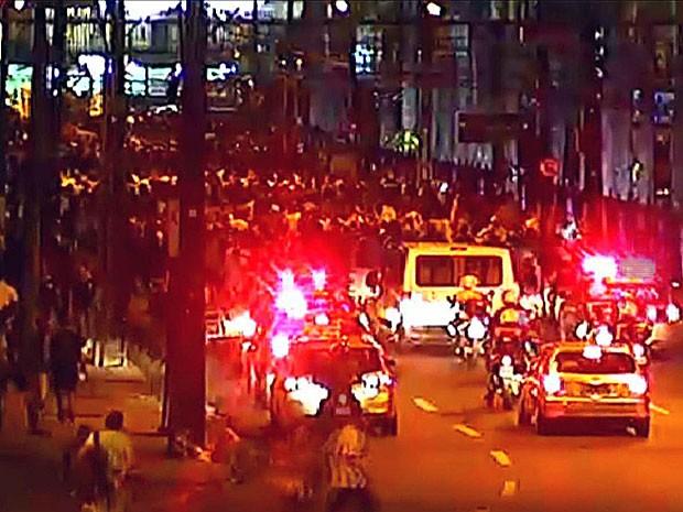 Ato seguiu pela Rua Joaquim Nabuco, nas Graças, em direção ao bairro da Madalena (Foto: Reprodução / TV Globo)