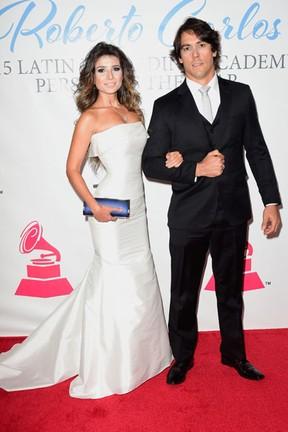 Paula Fernandes e o namorado, Henrique Do Valle, em prêmio de música em Las Vegas, nos Estados Unidos (Foto: Frazer Harrison/ Getty Images/ AFP)