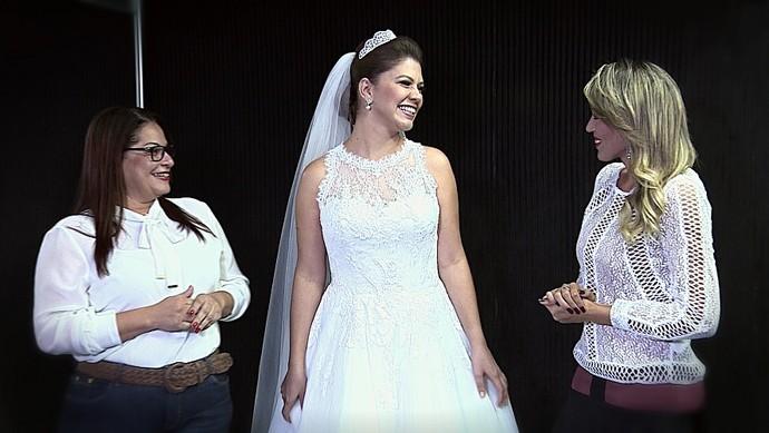 A jornalista Tâmara Oliveira provou algumas tendências do mercado de noivas (Foto: TV Sergipe)