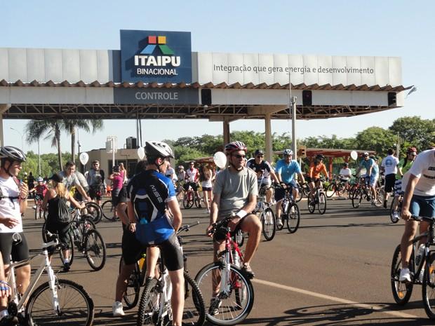 Depois de chegarem à Barreira de Itaipu, ciclistas retornaram ao ponto de partida (Foto: Divulgação/RPC TV)