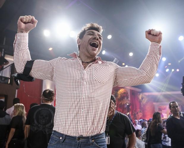 Cézar é o grande vencedor do BBB15 com 65% dos votos.